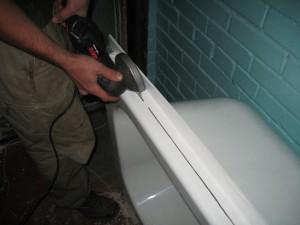 подгоняем вкладыш под размеры ванны