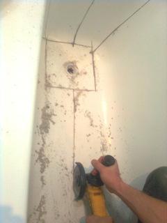 Демонтаж акрилового вкладыша для ванны